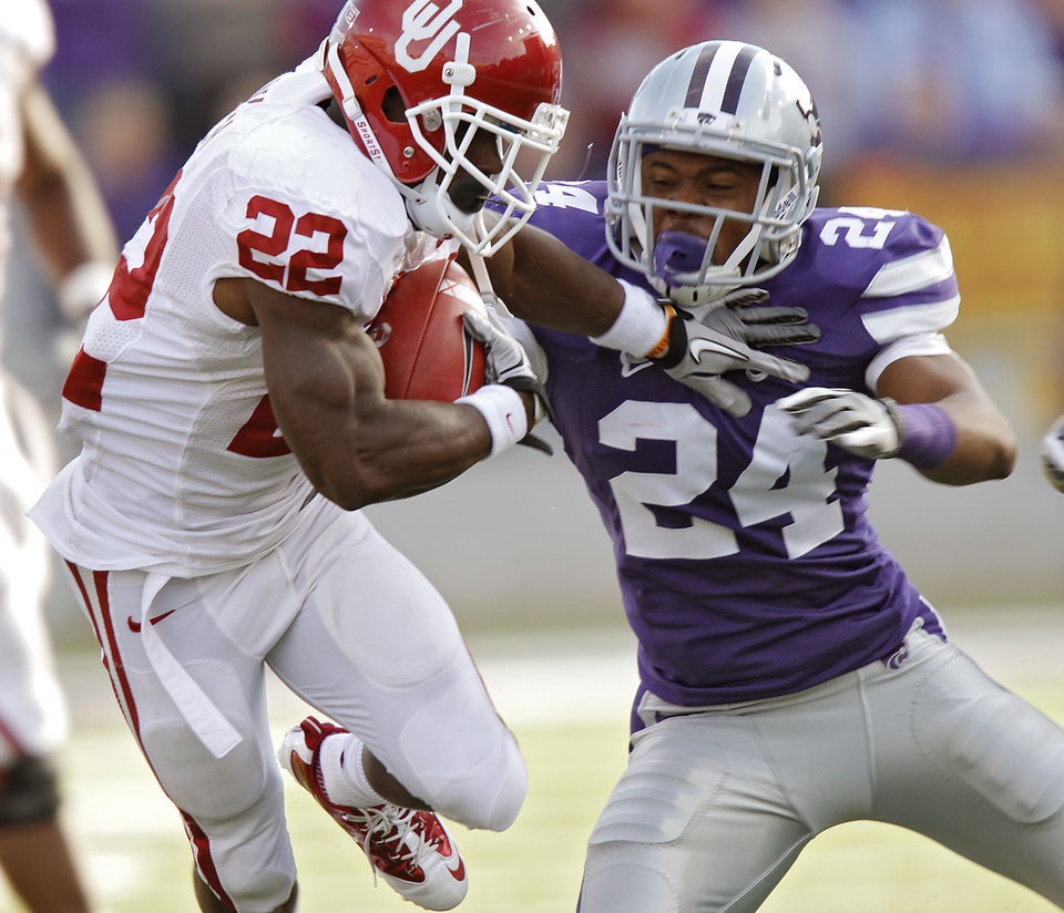 Photo - Oklahoma Sooners' Roy Finch (22) runs past Kansas State Wildcats' Nigel Malone (24) during the college football game between the University of Oklahoma Sooners (OU) and the Kansas State University Wildcats (KSU) at Bill Snyder Family Stadium on Saturday, Oct. 29, 2011. in Manhattan, Kan. Photo by Chris Landsberger, The Oklahoman  ORG XMIT: KOD