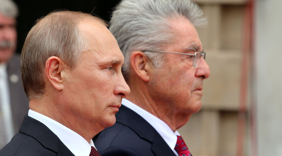 Photo - Austrian President Heinz Fischer, right, and Russian President Vladimir Putin, left, listen to the national anthems during a welcoming ceremony in front of the Hofburg palace in Vienna, Austria, Tuesday, June 24, 2014. (AP Photo/Ronald Zak)