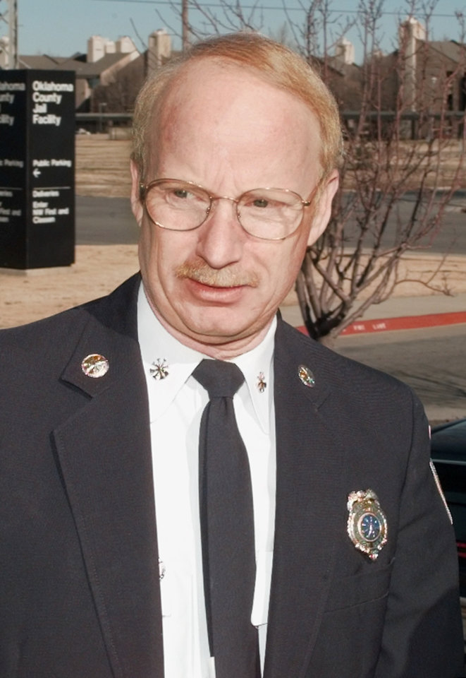 Photo -  Oklahoma City Assistant Fire Chief Jon Hansen arrives to appear in 1997 before the Oklahoma County grand jury investigating thefederal building bombing. [PHOTO ARCHIVE]