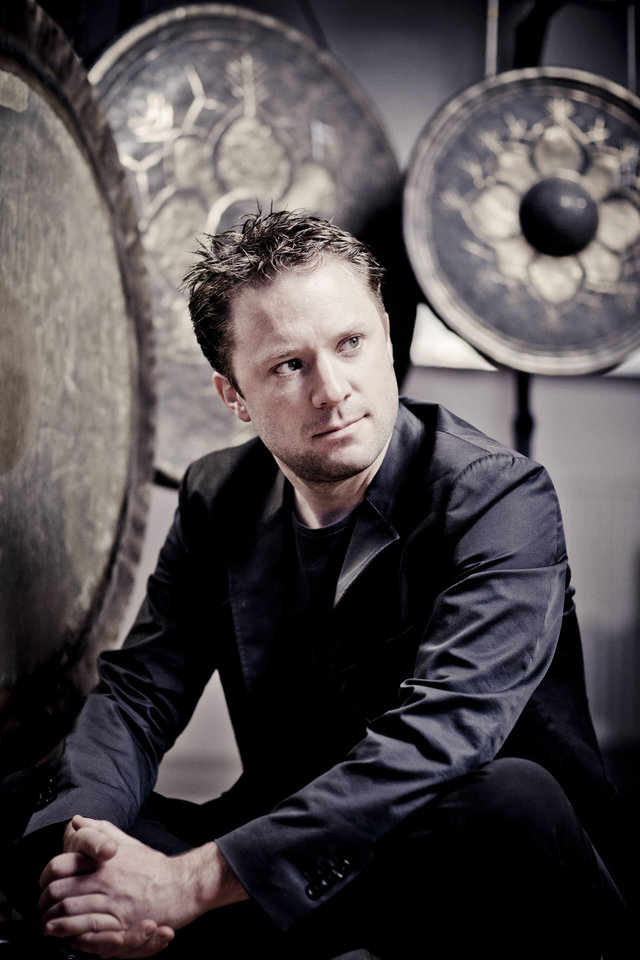 Photo - Colin Currie Photo by Marco Borggreve