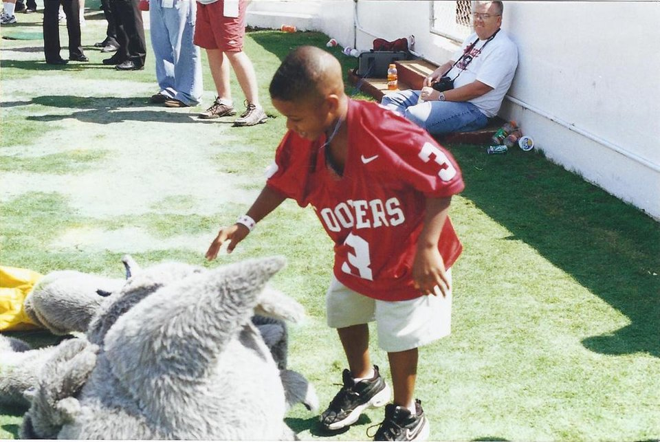 Photo - Sterling Shepard (in No. 3 jersey) at a Sept. 23, 2000, game against Rice during which OU's 1985 national championship team was honored. Sterling's father, Derrick Shepard, played on the 1985 team. PHOTO  PROVIDED