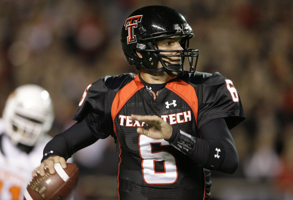 Photo - Graham Harrell called about 75 percent of the plays his senior season, according to incoming Oklahoma State offensive coordinator Dana Holgorsen. AP ARCHIVE PHOTO