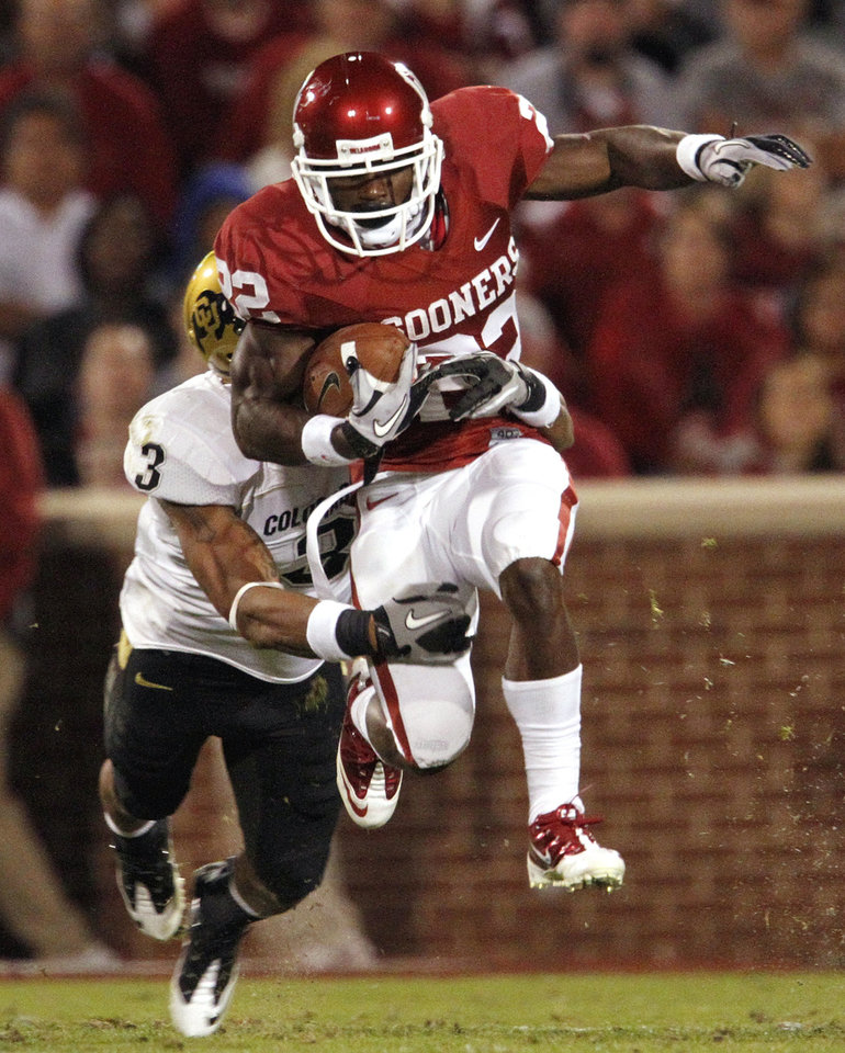 Photo - Roy Finch (22) carries during the first half of the college football game between the University of Oklahoma (OU) Sooners and the University of Colorado Buffaloes at Gaylord Family-Oklahoma Memorial Stadium in Norman, Okla., Saturday, October 30, 2010.  Photo by Steve Sisney, The Oklahoman