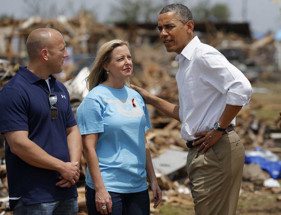 Photo - President Barack Obama talks with Plaza Towers Elementary Principal Amy Simpson outside the school in Moore, Okla., Sunday, May 26, 2013. President Obama toured the area in Moore that was hit by a tornado on May, 20, 2013. Photo by Bryan Terry, The Oklahoman ORG XMIT: OKC1305261411038212