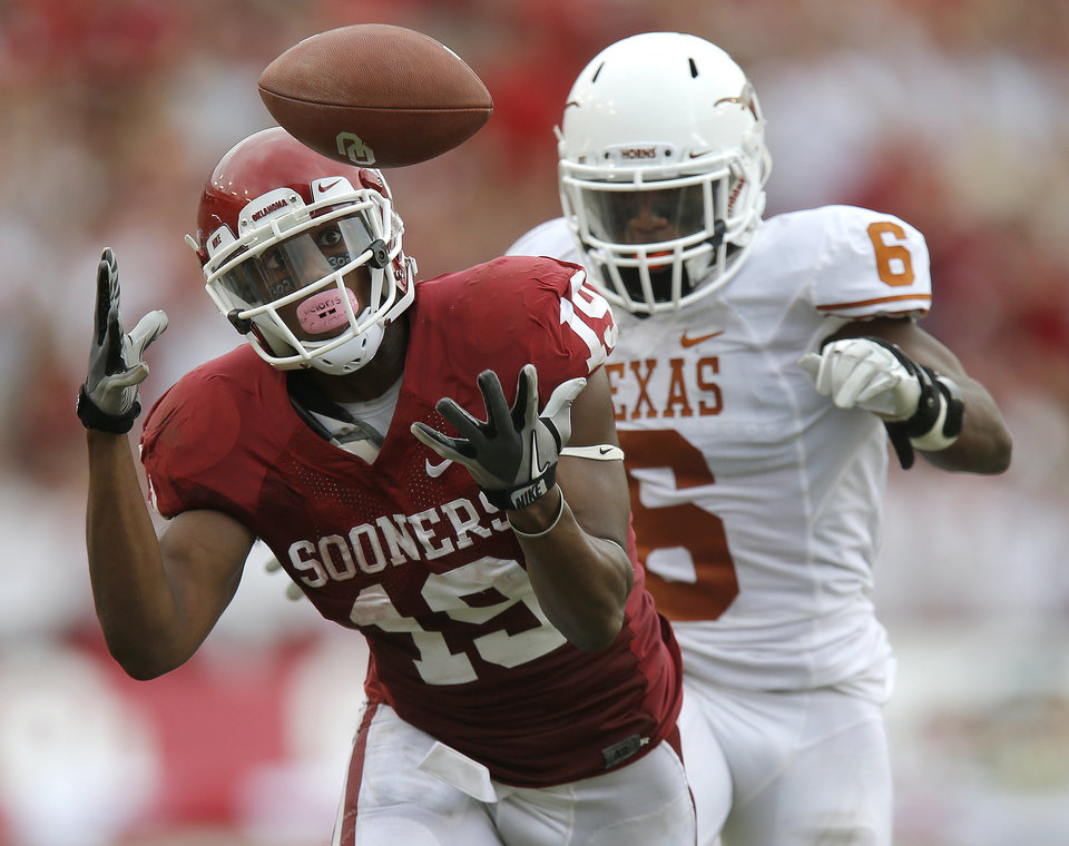 Photo - OU's Justin Brown (19) misses the catch in front of UT's Quandre Diggs (6) during the Red River Rivalry college football game between the University of Oklahoma (OU) and the University of Texas (UT) at the Cotton Bowl in Dallas, Saturday, Oct. 13, 2012. Oklahoma won 63-21. Photo by Bryan Terry, The Oklahoman