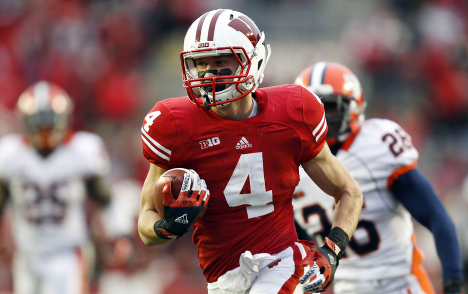 Photo -   Wisconsin wide receiver Jared Abbrederis (4) scores on a touchdown run against Illinois' Ashante Williams, left, and Justin Green during the second half of an NCAA college football game on Saturday, Oct. 6, 2012, in Madison, Wis. Wisconsin won 31-14. (AP Photo/Andy Manis)