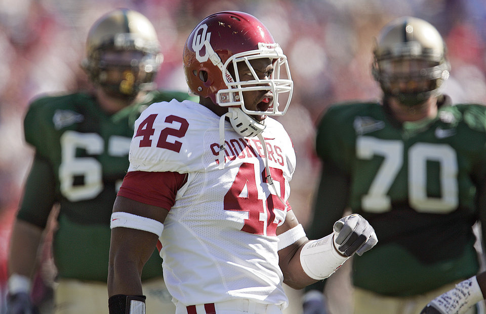 Photo - Oklahoma's Rufus Alexander (42) reacts after a defensive stop against Baylor in the first half during the University of Oklahoma Sooners (OU) college football game against Baylor University Bears (BU) at Floyd Casey Stadium, on Saturday, Nov. 18, 2006, in Waco, Texas.     by Chris Landsberger, The Oklahoman