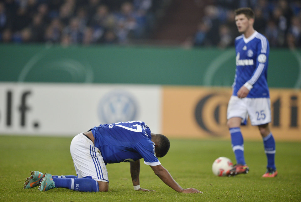 Schalke\'s Jefferson Farfan of Peru, left, and Klaas-Jan Huntelaar of the Netherlands react during the German soccer cup match between FC Schalke 04 and FSV Mainz 05 in Gelsenkirchen Tuesday, Dec. 18, 2012. (AP Photo/Martin Meissner)