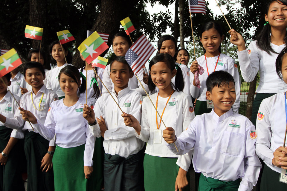 Photo -   Myanmar students wave Myanmar and U.S. flags as they wait to welcome the arrival of U.S. President Barack Obama at Yangon International Airport Monday, Nov. 19, 2012, in Yangon, Myanmar. (AP Photo/Khin Maung Win)