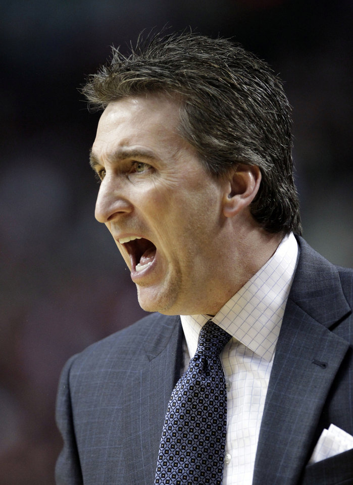 Los Angeles Clippers coach Vinny Del Negro yells from the bench during the first quarter of an NBA basketball game in Portland, Ore., Saturday, Jan. 26, 2013.(AP Photo/Don Ryan)