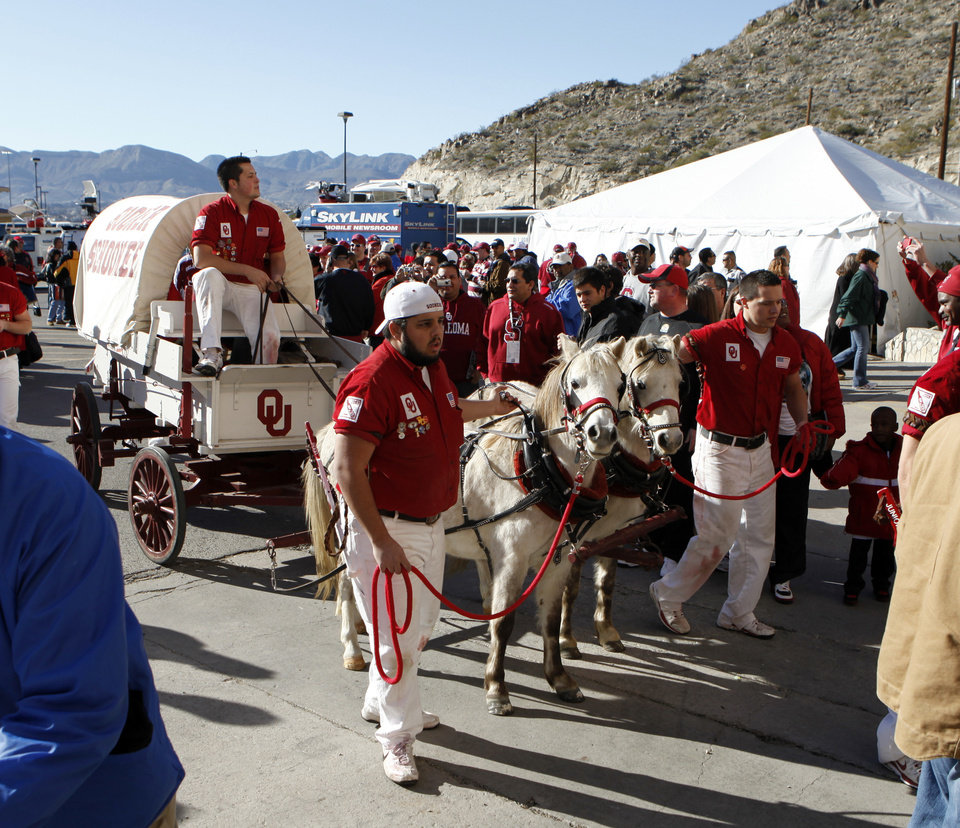 Photo - The Sooner Schooner is guided to the field for the Brut Sun Bowl college football game between the University of Oklahoma Sooners (OU) and the Stanford University Cardinal on Thursday, Dec. 31, 2009, in El Paso, Tex.   Photo by Steve Sisney, The Oklahoman