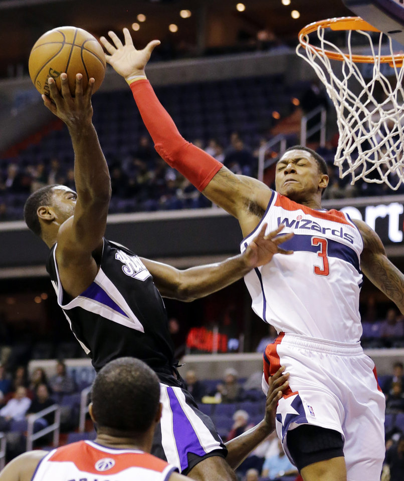 Photo - Sacramento Kings guard Tyreke Evans (13) shoots against Washington Wizards guard Bradley Beal (3) in the first half of an NBA basketball game, Monday, Jan. 28, 2013, in Washington. (AP Photo/Alex Brandon)