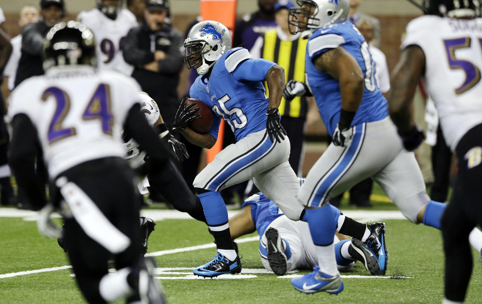 Photo - Detroit Lions running back Joique Bell (35) breaks through the Baltimore Ravens defense during the first quarter of an NFL football game in Detroit, Monday, Dec. 16, 2013. (AP Photo/Carlos Osorio)
