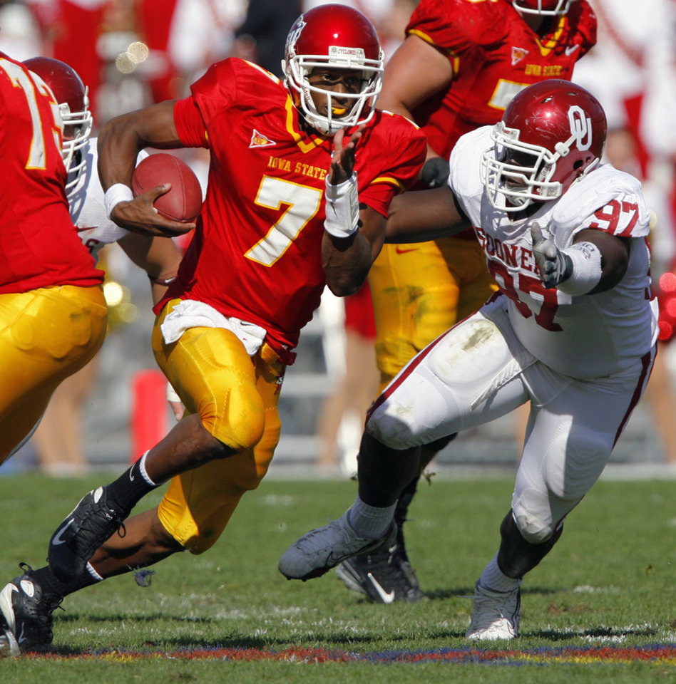 Photo - Oklahoma's Cory Bennett (97) chases down Iowa State quarterback Bret Meyer (7) during the second half of the college football game between the University of Oklahoma Sooners (OU) and the Iowa State University Cyclones (ISU) at Jack Trice Stadium on Saturday, Oct. 20, 2007, in Ames, Iowa.  By CHRIS LANDSBERGER, The Oklahoman  ORG XMIT: KOD