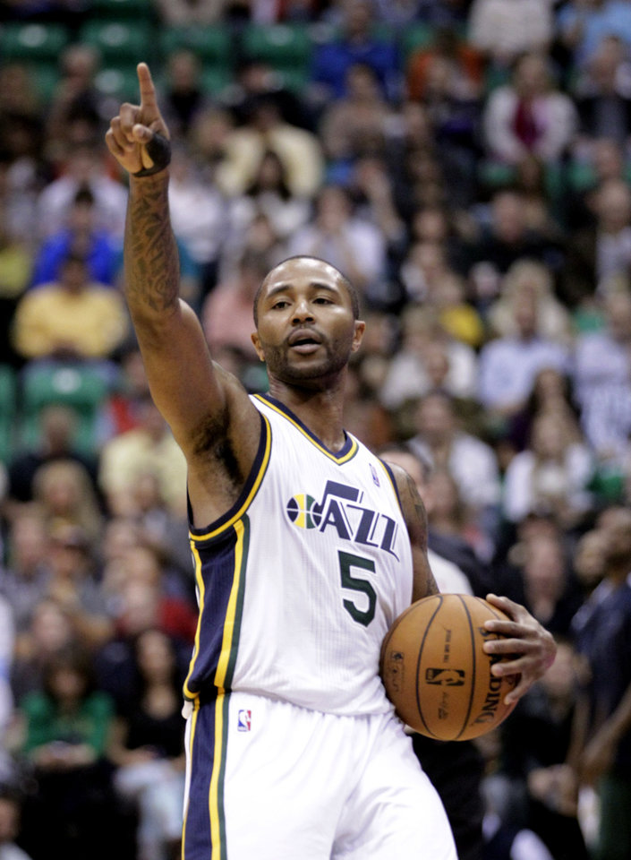 Photo -   Utah Jazz point guard Mo Williams points during the third quarter of the Jazz's NBA basketball game with the Houston Rockets on Monday, Nov. 19, 2012, in Salt Lake City. The Jazz defeated the Rockets 102-91. (AP Photo/Rick Bowmer)