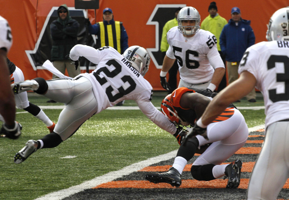 Photo -   Cincinnati Bengals wide receiver Mohamed Sanu (12) catches a five-yard touchdown pass against Oakland Raiders defensive back Joselio Hanson (23) in the first half of an NFL football game, Sunday, Nov. 25, 2012, in Cincinnati. (AP Photo/Tom Uhlman)