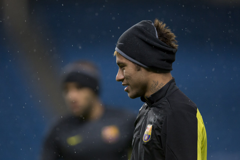Photo - Barcelona's Neymar trains with teammates at Manchester City's Etihad Stadium, Manchester, England, Monday Feb. 17, 2014. Barcelona will play Manchester City on Tuesday in a Champions League first knock out round soccer match. (AP Photo/Jon Super)