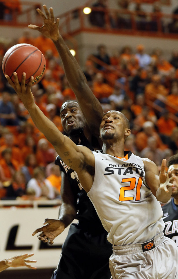Photo - Oklahoma State's Kamari Murphy (21) shoots in front of Gonzaga's Sam Dower (35) during a men's college basketball game between Oklahoma State University (OSU) and Gonzaga at Gallagher-Iba Arena in Stillwater, Okla., Monday, Dec. 31, 2012. Photo by Nate Billings, The Oklahoman