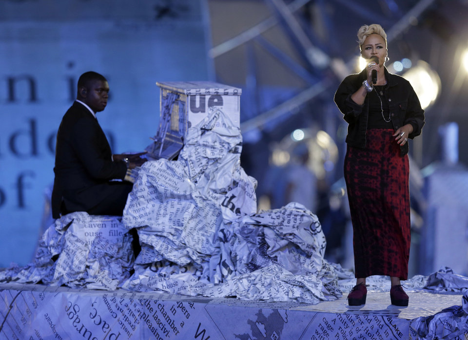 Photo -   Emeli Sande performs during the Closing Ceremony at the 2012 Summer Olympics, Sunday, Aug. 12, 2012, in London. (AP Photo/Charlie Riedel)