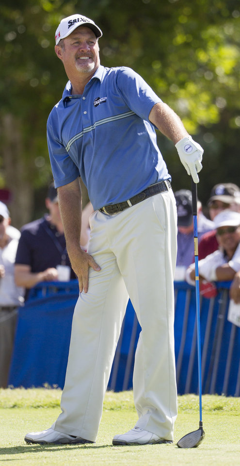 Photo - Jerry Kelly watches his drive off the first tee during the fourth round of the Sony Open golf tournament at Waialae Country Club, Sunday, Jan. 12, 2014, in Honolulu. (AP Photo/Eugene Tanner)