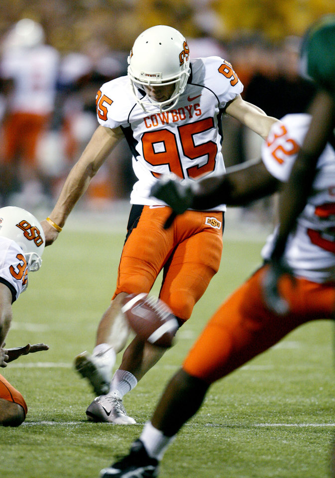 Dan Bailey kicks an extra point during first half action in the college football game between Oklahoma State University and Baylor University at Floyd Casey Stadium in Waco, Texas, Saturday, Nov. 17, 2007. BY STEVE SISNEY, THE OKLAHOMAN