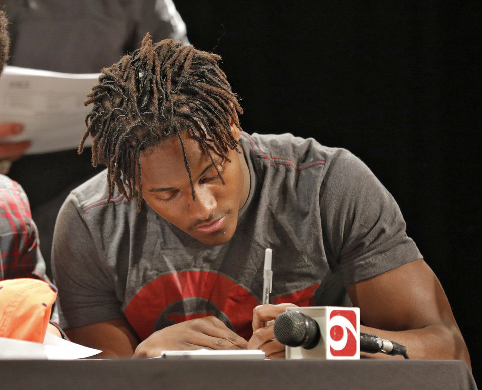 Photo - Midwest City's Will Sunderland signs a letter of intent to play football for the University of Oklahoma during a ceremony  at Midwest City High School, Wednesday February, 04 2015. Photo By Steve Gooch, The Oklahoman