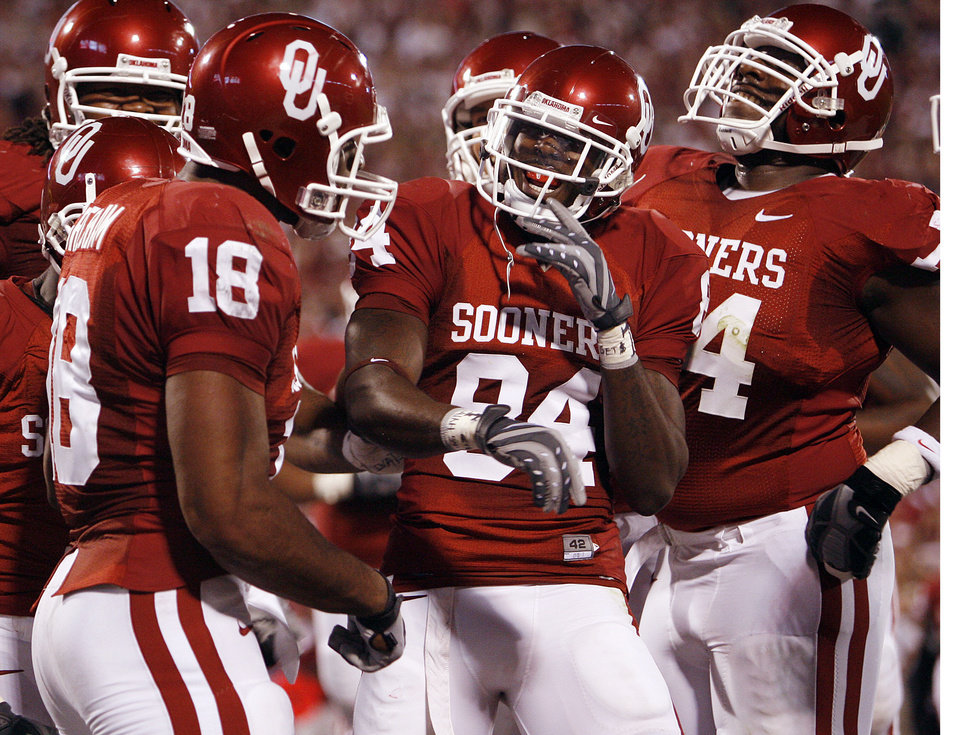 Oklahoma\'s Quentin Chaney (84) celebrates with Jermaine Gresham (18) and Brian Simmions (74) afer Chaney\'s touchdown during the first half of the college football game between the University of Oklahoma Sooners (OU) and the University of Nebraska Huskers (NU) at the Gaylord Family Memorial Stadium, on Saturday, Nov. 1, 2008, in Norman, Okla. BY STEVE SISNEY, THE OKLAHOMAN