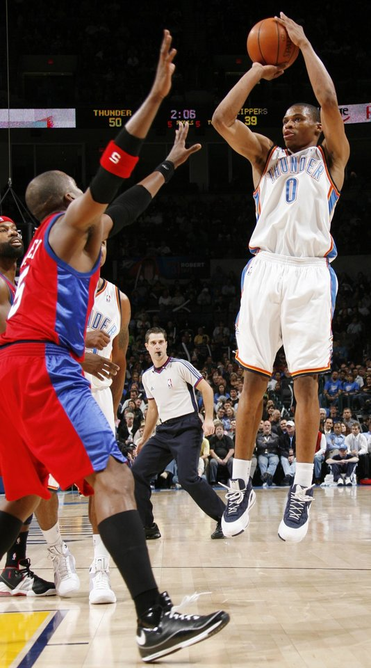 Photo - Russell Westbrook of the Thunder shoots over Cuttino Mobley of the Clippers in the first half of the NBA basketball game between the Oklahoma City Thunder and the Los Angeles Clippers at the Ford Center in Oklahoma City, Wednesday, Nov. 19, 2008. BY NATE BILLINGS, THE OKLAHOMAN