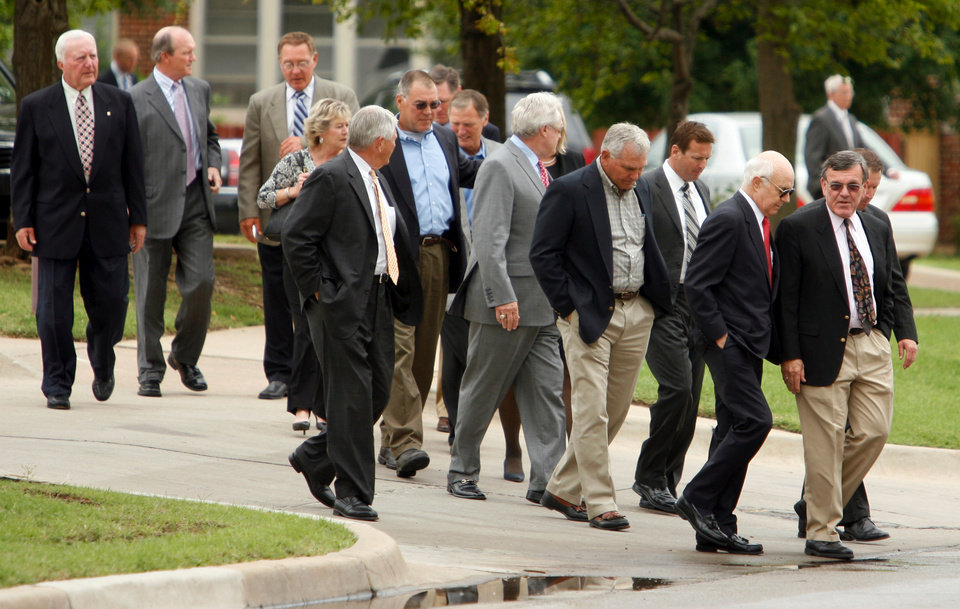 Photo - MEMORIAL: A group including Chuck Fairbanks (far left) Steve Zabel (center with sunglasses) and Bob Stoops arrive for the funeral for Jack Mildren at McFarlin United Methodist Church in Norman, Oklahoma on Tuesday, May 27, 2008.   BY STEVE SISNEY, THE OKLAHOMAN