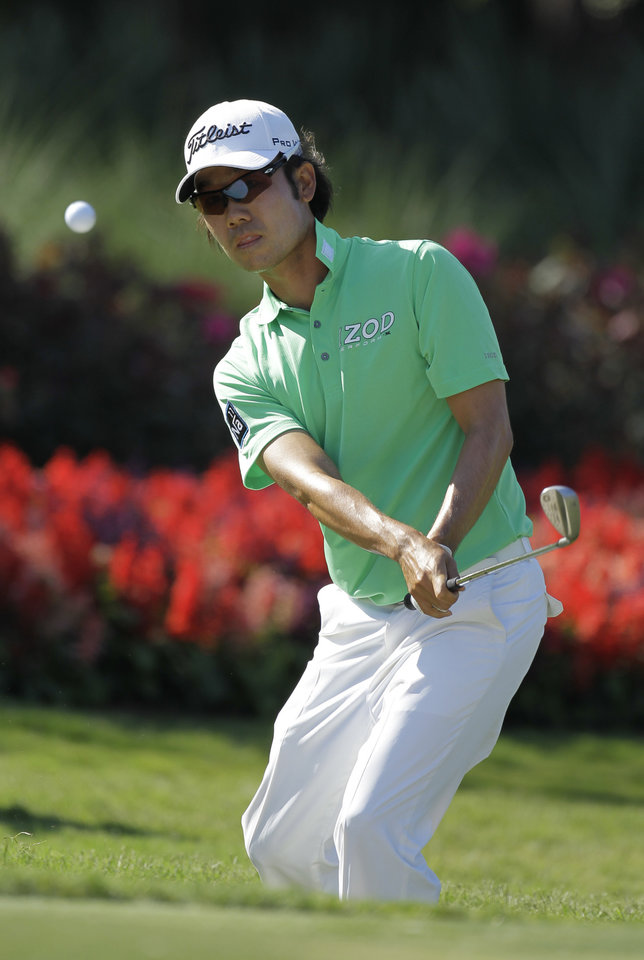 Photo -   Kevin Na chips to the 13th green during the second round of the Players Championship golf tournament at TPC Sawgrass, Friday, May 11, 2012, in Ponte Vedra Beach, Fla. (AP Photo/Chris O'Meara)