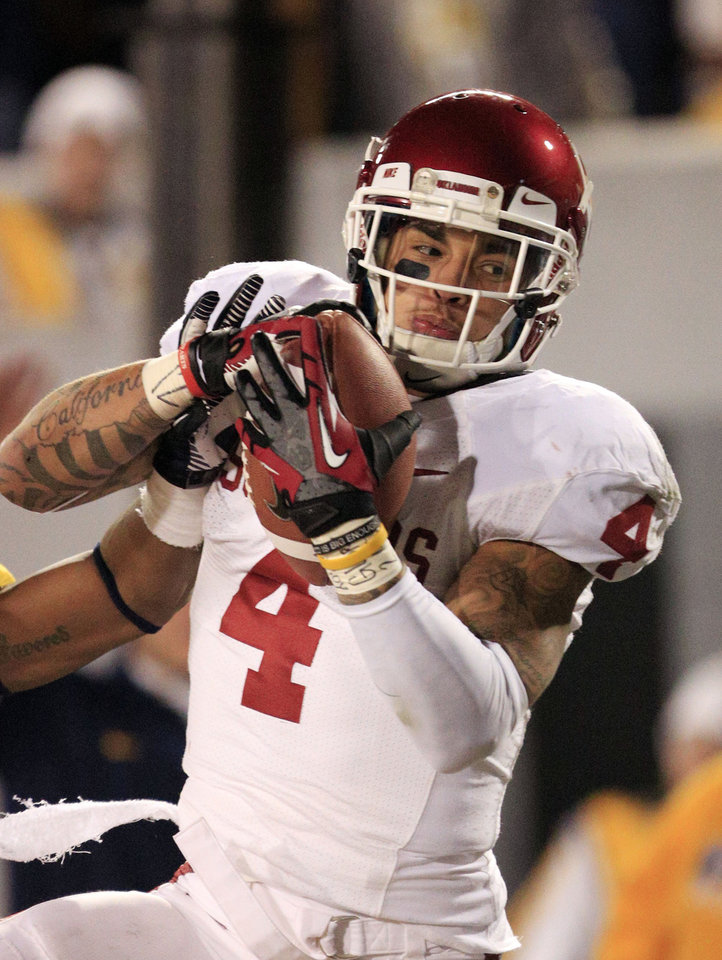 Oklahoma's Kenny Stills (4) catches a touchdown during the third quarter of their NCAA college football game against West Virginia in Morgantown, W.Va., Saturday, Nov. 17, 2012. Oklahoma won 50-49. (AP Photo/Christopher Jackson)