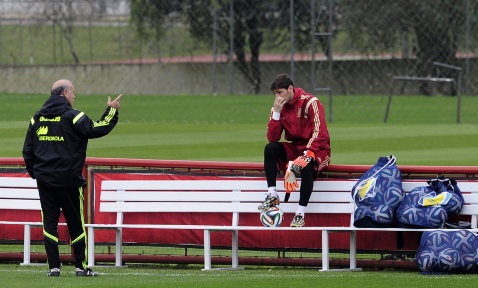 Photo - Spain's head coach Vicente del Bosque, left, and goalkeeper Iker Casillas talk during a training session at the Atletico Paranaense training center in Curitiba, Brazil, Friday, June 20, 2014. Spain will play in group B of the Brazil 2014 World Cup. (AP Photo/Manu Fernandez)