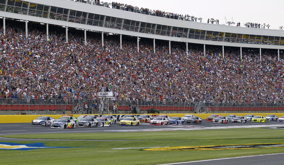 Photo - The field takes the green flag to start the NASCAR Sprint Cup series Coca-Cola 600 auto race at Charlotte Motor Speedway in Concord, N.C., Sunday, May 25, 2014. (AP Photo/Terry Renna)