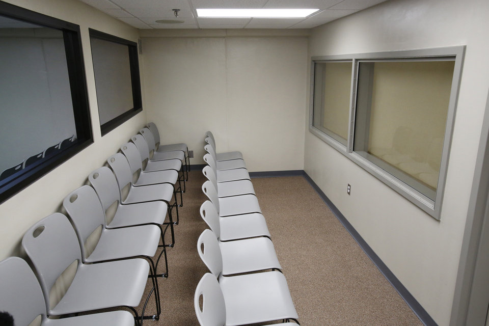 Photo - Witness viewing area of the execution chamber at the Oklahoma State Penitentiary in McAlester, October 9, 2014. Photo by David McDaniel