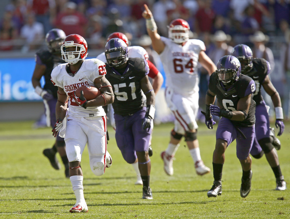 Oklahoma\'s Damien Williams (26) runs for a 66-yard touchdown during a college football game between the University of Oklahoma Sooners (OU) and the Texas Christian University Horned Frogs (TCU) at Amon G. Carter Stadium in Fort Worth, Texas, Saturday, Dec. 1, 2012. Oklahoma won 24-17. Photo by Bryan Terry, The Oklahoman