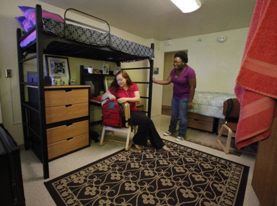 Photo - Allison Henry, a University of Oklahoma junior from Norman, and Harriet Orleans, an OU senior from Tulsa, check out a model suite in Walker Tower at OU. Photo by Steve Sisney, The Oklahoman ORG XMIT: KOD  STEVE SISNEY - THE OKLAHOMAN