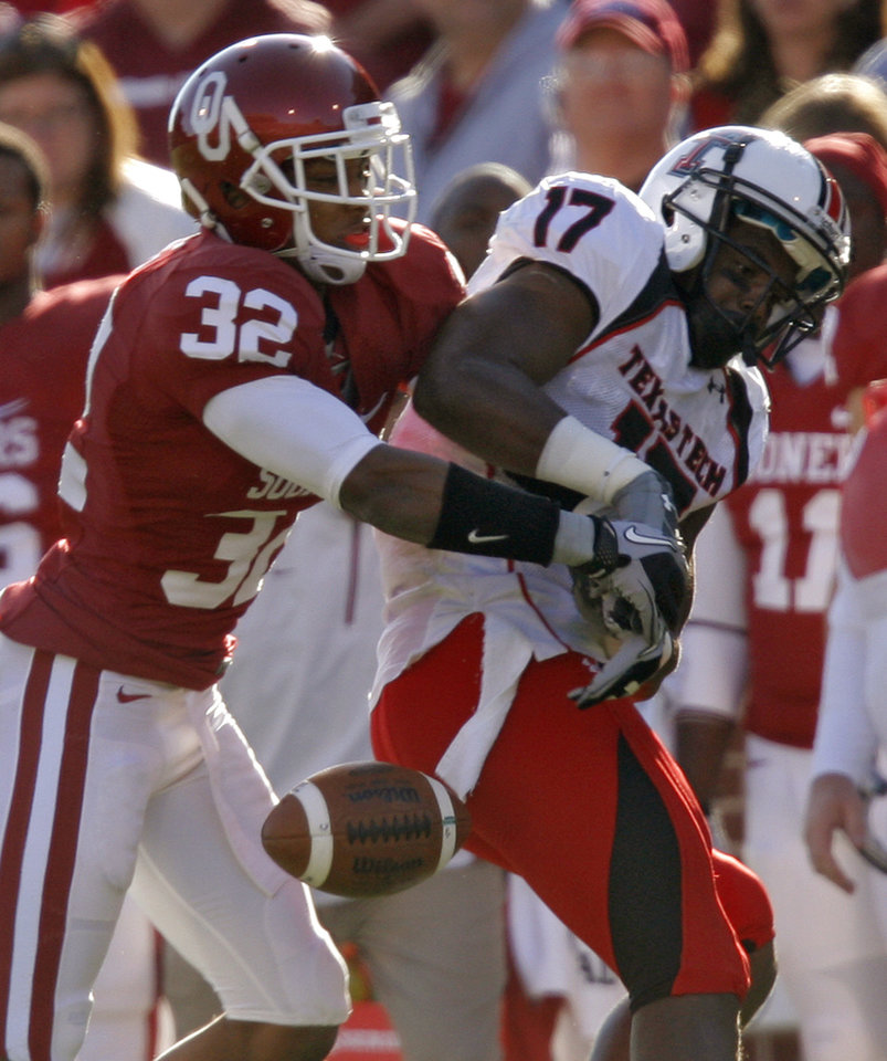 Photo - Oklahoma's Jamell Fleming (32) breaks up a pass for Texas Tech's Detron Lewis (17) during the first half of the college football game between the University of Oklahoma Sooners (OU) and the Texas Tech Red Raiders (TTU) at the Gaylord Family Memorial Stadium on Saturday, Nov. 13, 2010, in Norman, Okla.  Photo by Chris Landsberger, The Oklahoman