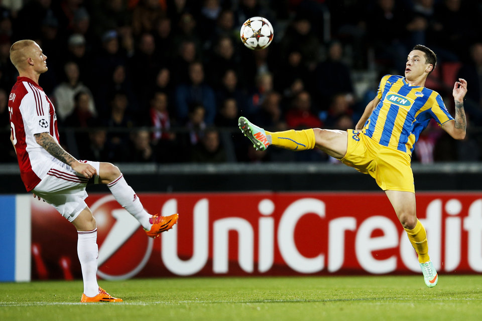 Photo - Aalborg BK's Rasmus Thelander, left, and Apoel FC's Tomas De Vincenti, right, vie for the ball during their Champions League play-off first leg soccer match at Aalborg Stadium, Denmark, Wedensday, Aug. 20, 2014. (AP Photo/Polfoto, Gregers Tycho) DENMARK OUT