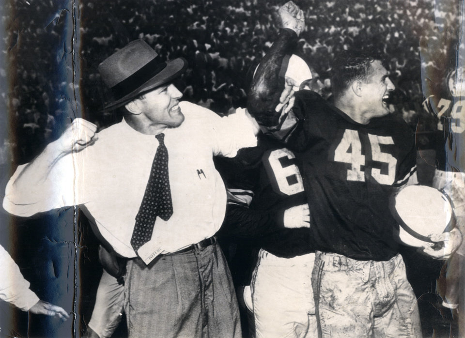 Photo - UNIVERSITY OF OKLAHOMA, OU COLLEGE FOOTBALL: Coach Bud Wilkinson and Ed Lisak celebrate as the clock runs down in a 20-14 win over Texas in 1949. (Original photo dated 10/08/49)