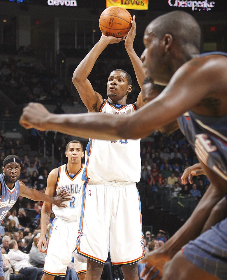 Photo - The Thunder is unbeaten in games when it led anytime in the final six minutes and the reason is clear — exquisite foul shooting.  Photo by Nate Billings, The Oklahoman archive