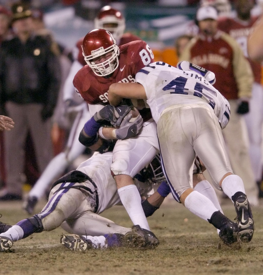Photo - Kansas City, MO. USA.  Saturday, December 6, 2003:  Big 12 Championship College Football  Arrowhead Stadium, University of Oklahoma vs Kansas State University (KSU):  OU's Lance Donley is tackled by Ted Sims.  Staff photo by Steve Sisney.