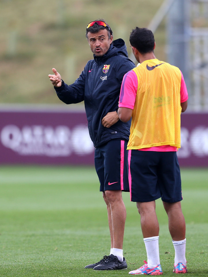 Photo - Barcelona manager Luis Enrique Martinez talks to a player during a pre-season training session, at St George's Park, Burton-Upon-Trent,  England,  Friday Aug.  1, 2014. (AP Photo/PA, Simon Cooper) UNITED KINGDOM OUT