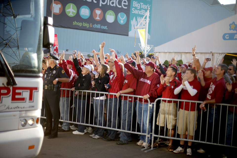Photo - OU fans wait react as the team bus drives by before the Red River Rivalry college football game between the University of Oklahoma Sooners (OU) and the University of Texas Longhorns (UT) at the Cotton Bowl in Dallas, Texas, Saturday, Oct. 17, 2009. Photo by Bryan Terry, The Oklahoman