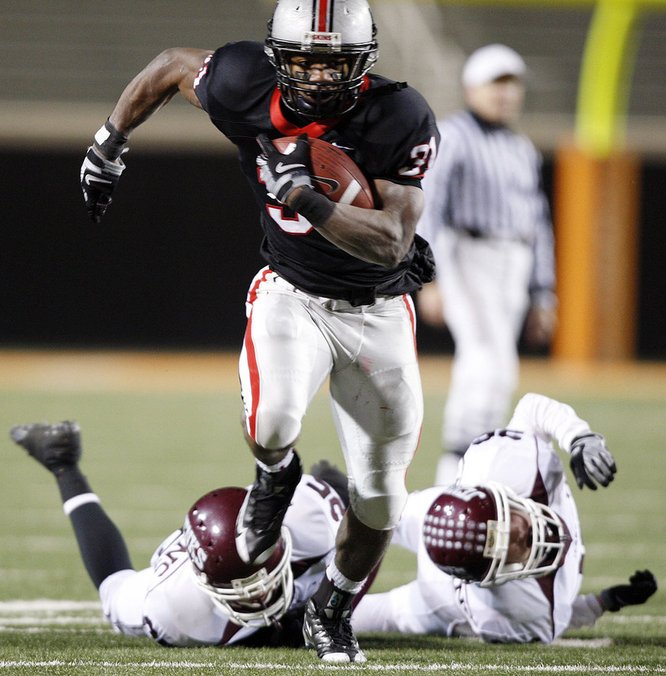 Photo - Union High School running back Jeremy Smith breaks the tackle of several Jenks High School defenders to score a 32-yard touchdown in the first quarter during the Class 6A state championship high school football game at Boone Pickens Stadium in Stillwater, Okla., Friday, Dec. 5, 2008. Smith scored three touchdowns in the first half. (AP Photo/Tulsa World, Stephen Holman) ORG XMIT: OKTUL102