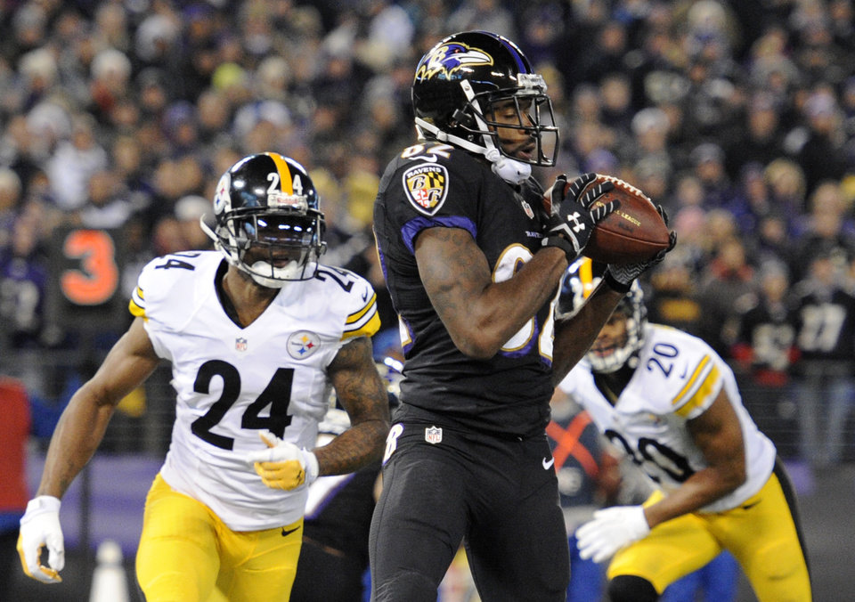 Photo - Baltimore Ravens wide receiver Torrey Smith, center, makes a touchdown catch in front of Pittsburgh Steelers cornerback Ike Taylor (24) and strong safety Will Allen in the first half of an NFL football game on Thursday, Nov. 28, 2013, in Baltimore. (AP Photo/Nick Wass)