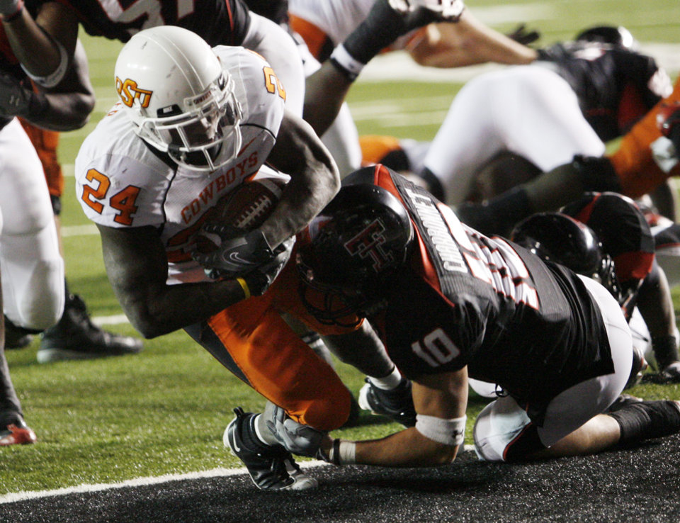 Photo - Kendall Hunter scores during the second half of the college football game between the Oklahoma State University Cowboys (OSU) and the Texas Tech Red Raiders at Jones AT&T Stadium on Saturday, Nov. 8, 2008, in Lubbock, Tex.  Texas tech won 56-20.By Steve Sisney/The Oklahoman