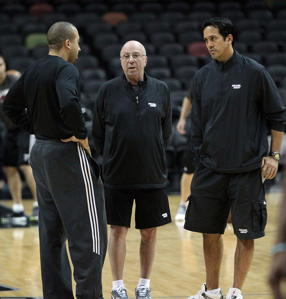 Photo - Miami Heat head coach Erik Spoelstra, right talks with assistant coaches David Fizdale, left, and Ron Rothstein during team's practice on Saturday, June 15, 2013, in San Antonio in preparation for Game 5 of the NBA Finals against the San Antonio Spurs, set for Sunday, June, 16. The best-of-seven series is tied at two games apiece. (AP Photo/El Nuevo Herald, David Santiago)  MAGS OUT.