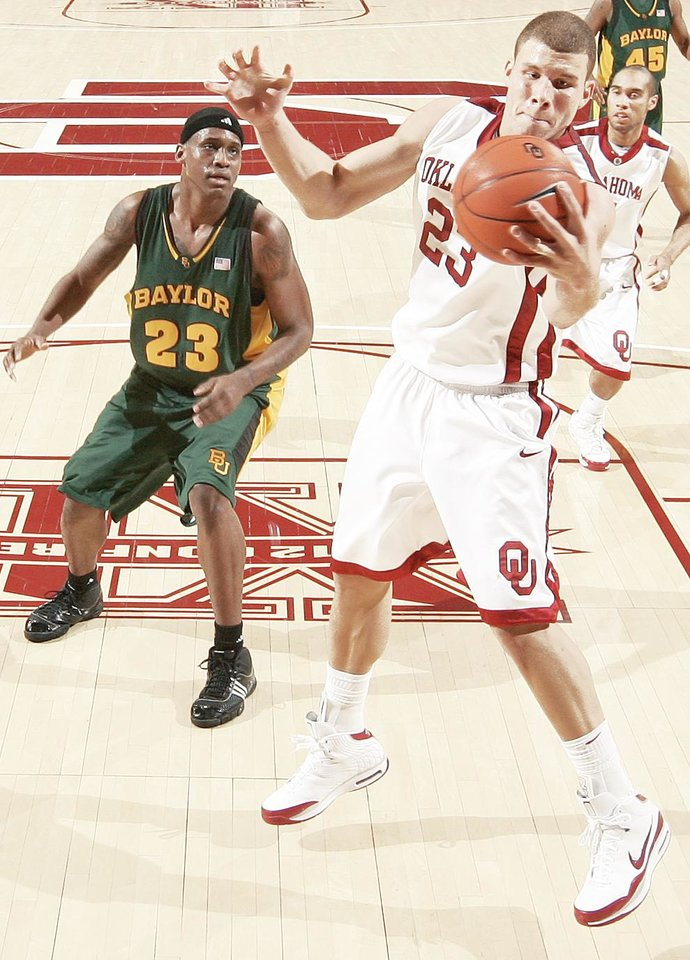 Photo - If he comes out after this season for the NBA Draft, OU's Blake Griffin, right, could be the first player selected. PHOTO BY BRYAN TERRY, THE OKLAHOMAN