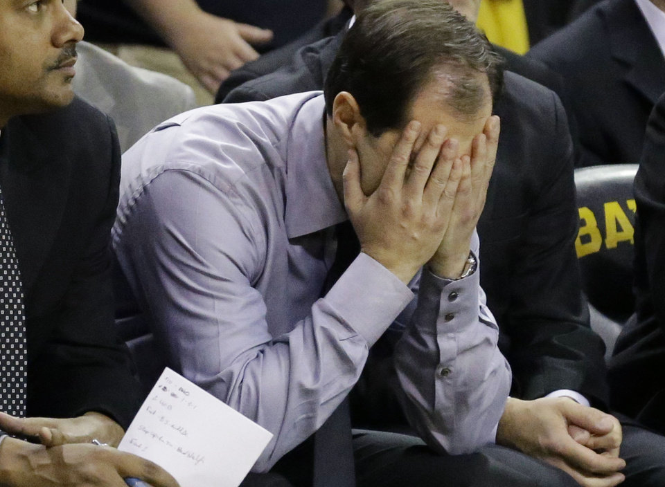 Baylor head coach Scott Drew reacts on the bench in the final minute of an NCAA college basketball game against Oklahoma Saturday, Jan. 18, 2014, in Waco, Texas. Oklahoma won 66-64. (AP Photo/LM Otero)