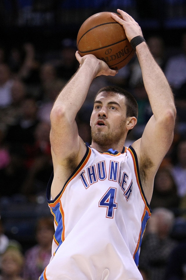 Photo - OKLAHOMA CITY THUNDER / PORTLAND TRAIL BLAZERS / NBA BASKETBALL  Oklahoma City's Nick Collison shoots during the Thunder - Portland game April 3, 2009 in the Ford Center in Oklahoma City.    BY HUGH SCOTT, THE OKLAHOMAN ORG XMIT: KOD